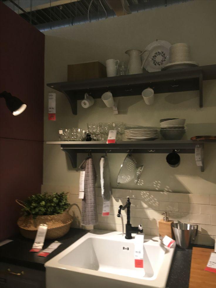 17 beste idee n over kleine witte keukens op pinterest kleine keukens keuken opstellingen en - Kleine keuken uitgerust voor studio ...