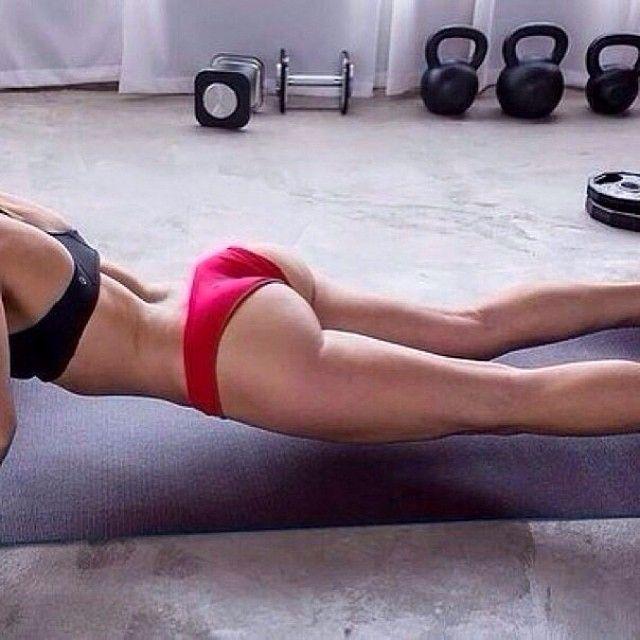Найди 20-25 минут в сутки для своего тела.  - 40 раз пресс. -  60 раз наклоны (20 влево, 20 вправо, 20 вперед). Убирает складки и делает талию. - 20 повороты.  Убирает складки. - 30 приседаний, чтобы попа была красивой.  Это 20-25 минут в день ради стройного и красивого тела девушки! . #фитнес #тренировки #спорт #здоровье #зож #диета #мотивация - @sport_style- #webstagram