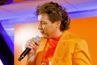 René Froger schaft vandaag zijn derde videorecorder aan. Dat liet de sympathieke zanger weten via de radio.