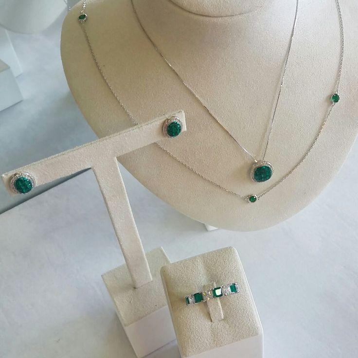 Joias de cravação Invisível (Invisible) combinadas com a corrente Tiffany😍  Compre no atacado com a Queen Joias💎      #joias #atacadodejoias #joiasnoatacado #atacado #revender #revenderjoias #dinheiro #extra #dinheiroextra #alta #joalheria #altajoalheria #prata #925 #prata925 #ródio #jewelry #jewels #presente #para #namorada #dia #namorados #mães #mãe #dica #criativo #criativa