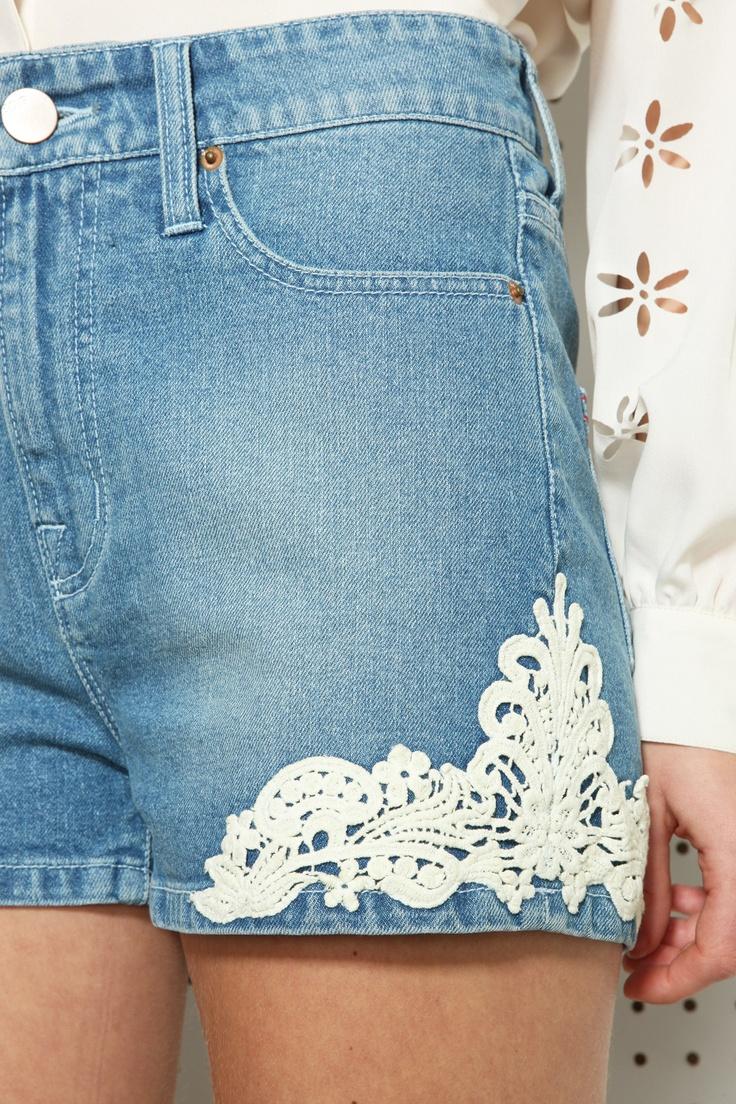BDG Freche Shorts mit hohem Bund und Spitzenbesatz bei Urban Outfitters