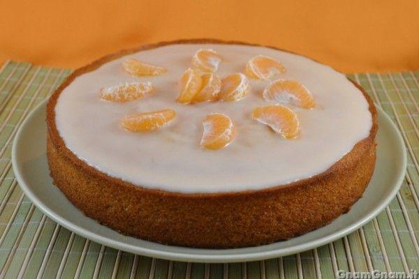 [introduzione] La torta al mandarino vegana è un profumatissimo dolce per la colazione che ho preparato per utilizzare un po' di mandarini che mi avevano regalato. Sono partita dalla ricetta della cra