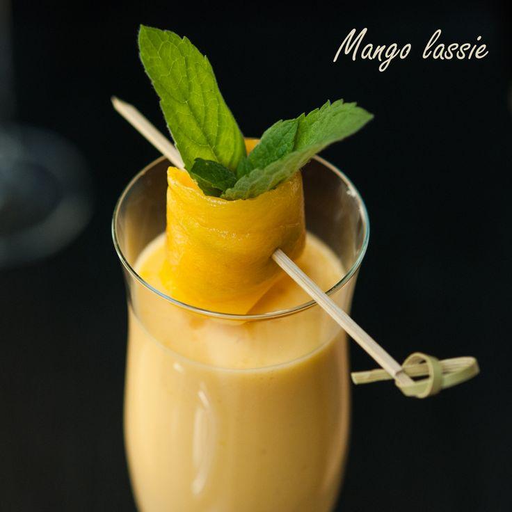 1 dojrzały owoc mango + 1 szklanka dobrego jogurtu naturalnego + cukier brzozowy/syrop z agawy