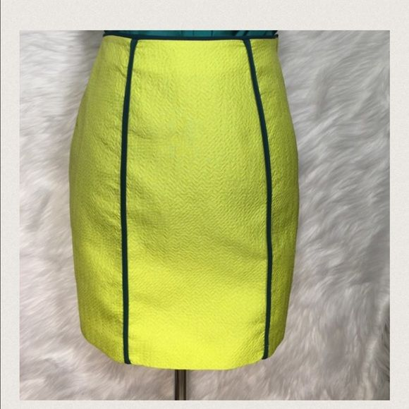 🚨Final Sale🚨H & M Neon Yellow Skirt Love the color of this skirt & very light weight. NWOT H&M Skirts Mini