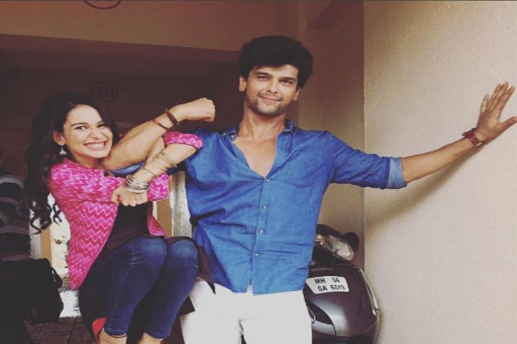 Kushal Tandon gets BURNT while trying to save Aneri on sets of 'Beyhadh'..  Read More:http://tellygossips.me/kushal-tandon-gets-burnt-trying-save-aneri-sets-beyhadh/