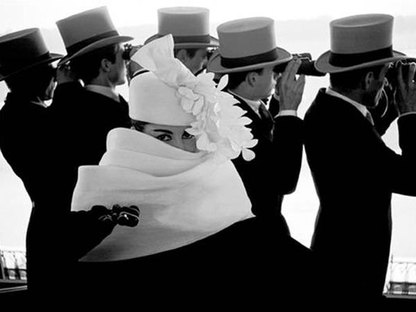 La moda in bianco e nero in mostra a Lugano  http://www.sfilate.it/176228/la-moda-in-bianco-e-nero-in-mostra-a-lugano    Photographica FineArt di Lugano nasce nel 2009 da un progetto specifico di Marco Antonetto,creare uno spazio espositivo destinato esclusivamente all'immagine fotografica come mezzo di espressione artistica.