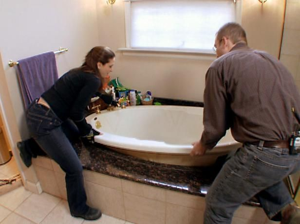 Contractor Amy Wynn Pastor shows how to replace an old bathtub with a new whirlpool tub.