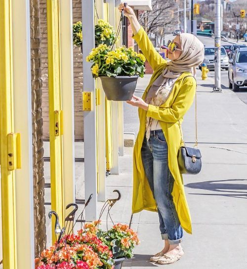 Boyfriend jeans with hijab-Street fashion style – Just Trendy Girls