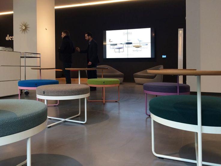 Сегодня компьютеры используются везде: дома, в офисах, в кафе, в аэропортах, школах. При разработке SHIMA задачей стояло создать продуманный предмет лаунж- мебели, не занимающий много места в пространстве, который бы подошел как для частных интерьеров, так и для общественных зон