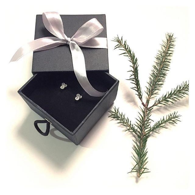 Joulupukin pikku apuri ❤️ #silver #sapphire #earrings #finnishdesign #handmadejewelry #oonaarmiajewelry