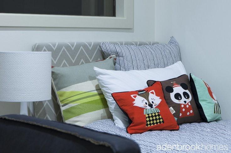 Cushions and pillows in the bedroom.