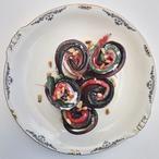 Geroosterde groenten rolletjes met ricotta. Opgerolde courgette, aubergine en paprika repen met daartussen een heerlijk ricotta mengsel. Recept op Cookingdom, via bron