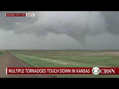 Incredible stormchaser tornado video