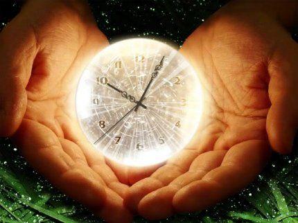 Сколько бы времени человек не тосковал по прошлому, оно все равно не вернется.