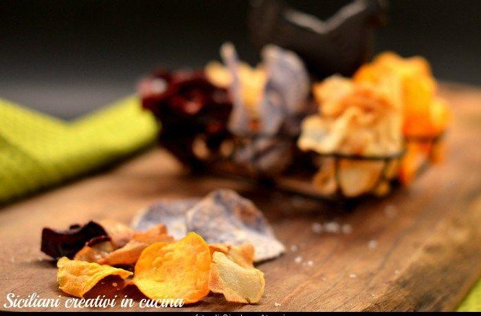 Chips di patate blu, patate dolci, topinambur, rape rosse e bianche   SICILIANI CREATIVI IN CUCINA   di Ada Parisi