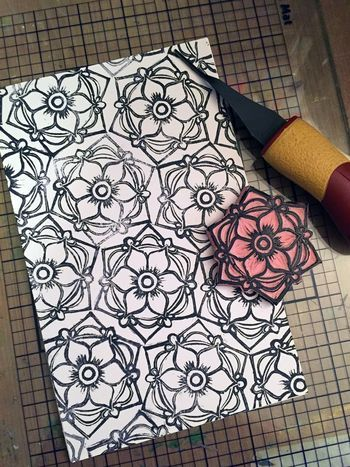 Carve December 2015 - Circle Flower Stamp - Gwen Lafleur