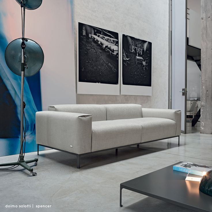 Spencer è una proposta stilistica dal mood tipicamente minimale, con materiali che ne disegnano le linee e morbide sedute che ne caratterizzano comodità ed eleganza. Guarda la gallery sul sito. Sartoria Doimo Salotti