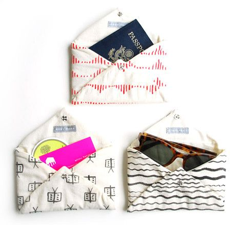 little fabric envelope pockets with snaps... handy, and great for the purse exchange process..