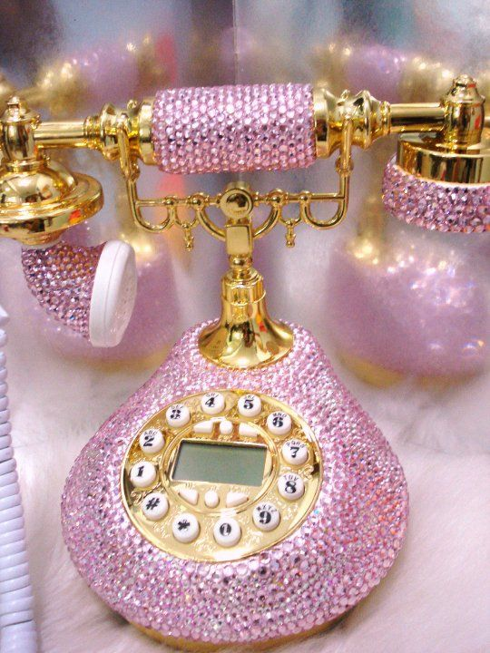 When I rule the world, this is what my hotline phone will look like. A phone like this is obviously only for the most important phone calls... like invitations to tea or a shopping date!