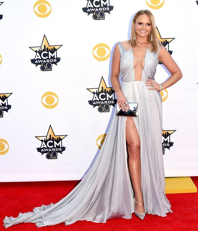 Miranda Lambert Crushes the 2015 ACM Awards Red Carpet in Cleavage-Baring Gown?See the Stunning Pic!