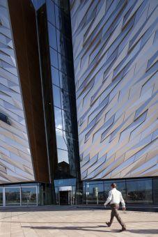 Revolving door Titanic Belfast