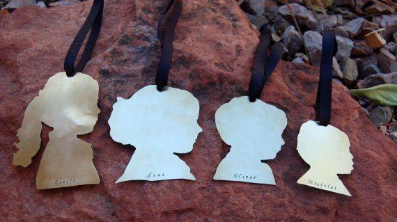 Christmas ornament silhouette: Good Ideas, Crafts Ideas, Silhouette Ornaments, Decorgift Ideas, Holidays Ideas, Christmas Tag, Christmas Ornaments, Families Ornaments, Custom Silhouette