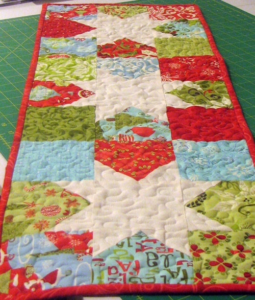 1000+ images about Table Runners & Skinny Quilts on Pinterest Runners, Charm pack and Burlap lace