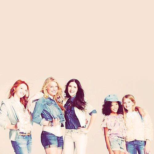 From left to right, Jackie Emerson, Leven Rambin, Isabelle Fuhrman, Amandla Stenberg, Willow Shields :3