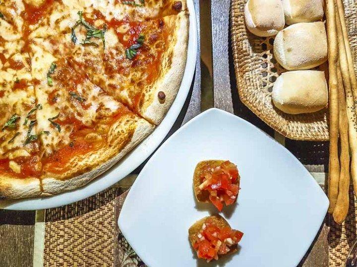 Onde comer pizza em Siem Reap, Camboja. Terrazza está entre os melhores restaurantes italianos de Siem Reap. A pizza de margueritta é de lamber o prato!