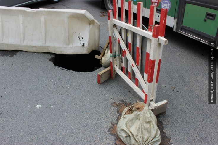 В Бийске 2-летний малыш провалился под землю на поляне http://kleinburd.ru/news/v-bijske-2-letnij-malysh-provalilsya-pod-zemlyu-na-polyane/