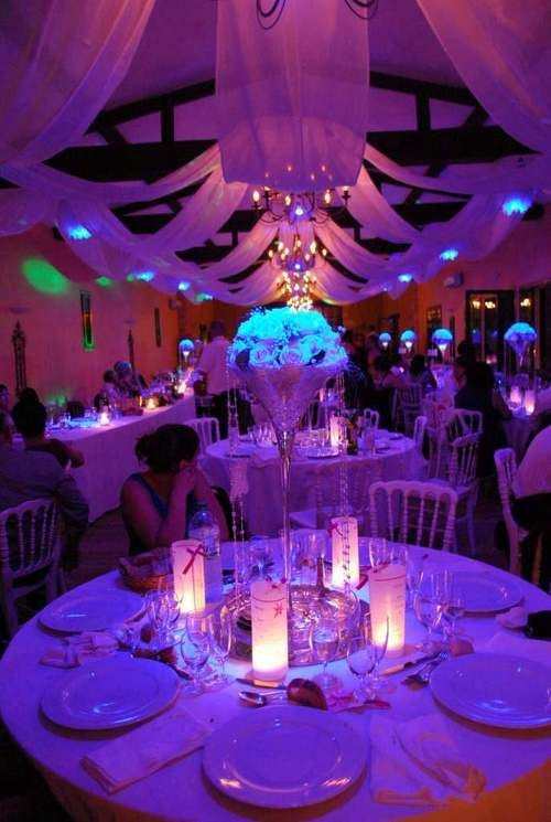 décoration mariage centre de table mariage lumineux  http://lamarieeencolere.com/post/30375558568/centredetablemariage