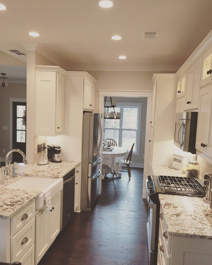 Apartment Galley Kitchen Designs: 25+ Best Ideas About Galley Style Kitchen On Pinterest