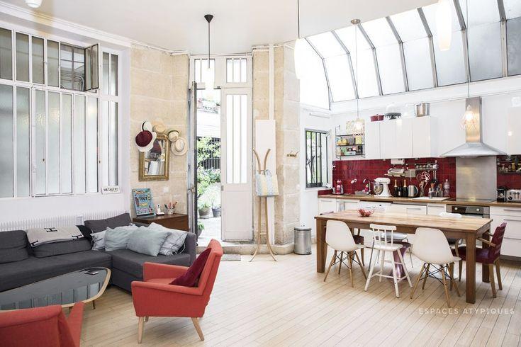 Поскольку климат позволяет, то прихожей в квартире нет. Входя в квартиру сразу попадаешь в жилую комнату.  (индустриальный,лофт,винтаж,стиль лофт,индустриальный стиль,интерьер,дизайн интерьера,мебель,архитектура,дизайн,экстерьер,квартиры,апартаменты,кухня,дизайн кухни,интерьер кухни,кухонная мебель,мебель для кухни,гостиная,дизайн гостиной,интерьер гостиной,мебель для гостиной,столовая,дизайн столовой,интерьер столовой,мебель для столовой,вход,прихожая,жилая комната) .
