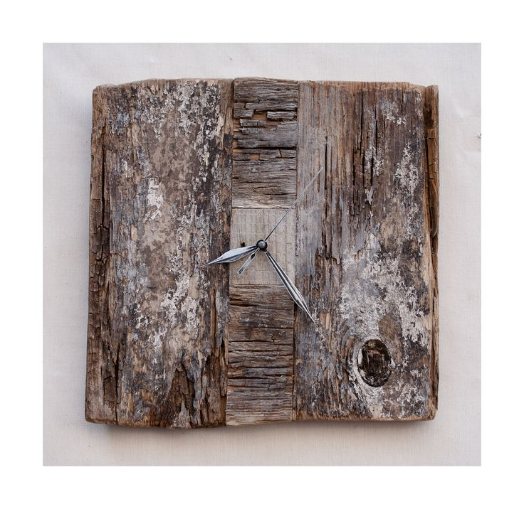 Model no 10. Aged wood is a beautiful way to add character to your home or garden. Developped naturally. Pine wood. Size: 35 cm x 35 cm.