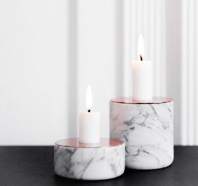 Ljusstakar i marmor.