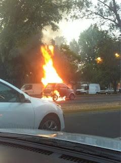 Se incendia carro en López Mateos(3)  12/06/2012