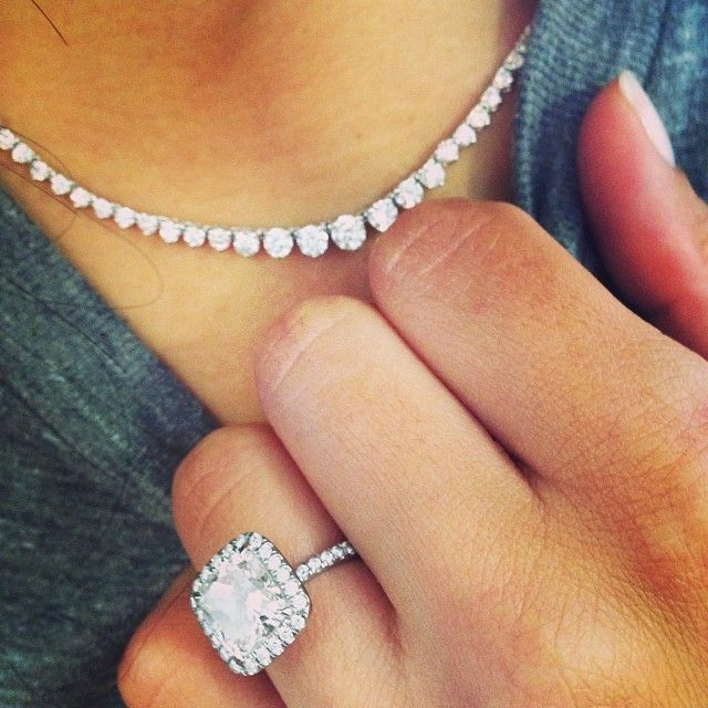 Naya Rivera's Riviere Necklace (oh, and HUGE halo engagement ring)