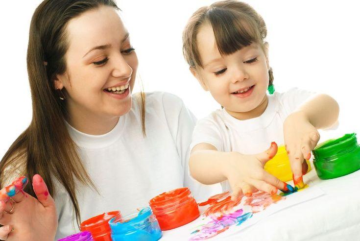 """Fingerfarbe ist für viele Kinder eine tolle Idee, als Möglichkeit, ihre Kreativität zu entdecken und zu fördern. Kinder können mit ihren Fingern, Händen oder auch Füßen mit der Farbe """"spielen"""". Fingermalfarben kann man fertig kaufen oder aber selbst herstellen. Eine solche Mehlfarbe selbst machen ist sehr einfach und geht schnell. Zumal fertige Farben häufig …"""