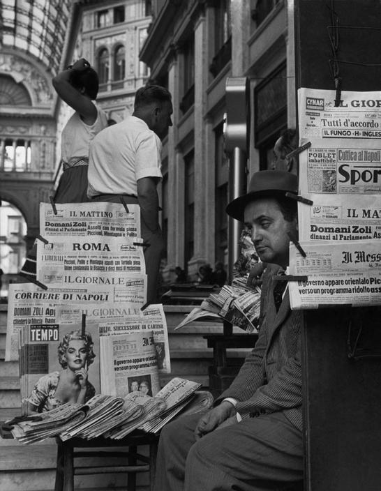 Italian newspaper seller in Naples, 1960. (Photo credit: Herbert List / Magnum Photos)