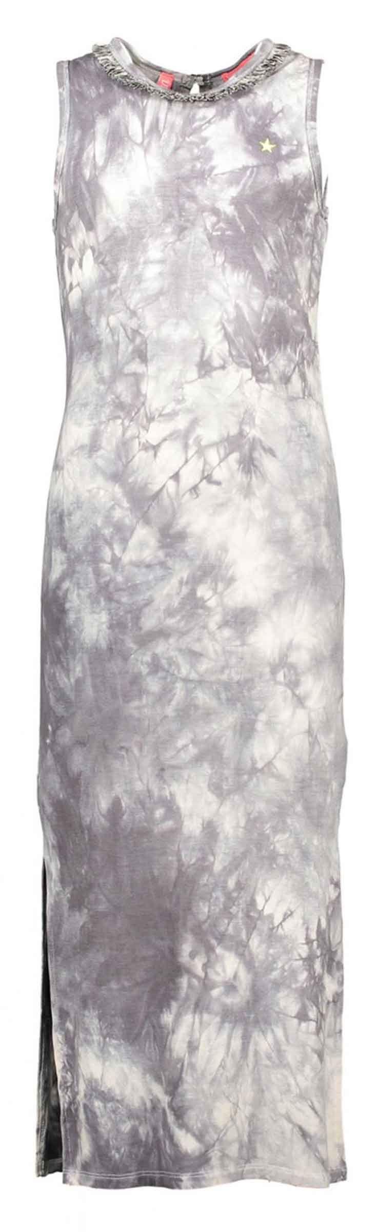 Flo maxi jurk met marble look. Deze lange zomerjurk heeft een split in de zijnaden. Dit shirt komt uit de high summer collectie 2017 van Like Flo meisjskleding. Nieuwsgierig naar de rest van de collectie? Shop direct online: http://www.nummerzestien.eu/flo/meisjes/