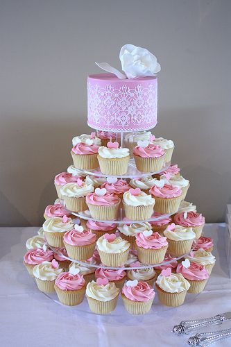 this set up is way too girlie but i love the idea of doing cupcakes at the engagement party : )