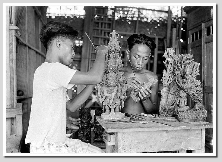 Traditional Balinese woodcarvers, 1930s Source: Tropenmuseum of the Royal Tropical Institute Amsterdam