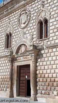Primeras muestras de la arquitectura del Renacimiento en España: Palacio de los Duques de Medinaceli de Cogolludo (Guadalajara):