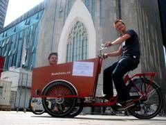 Über einen Mobilitätsfonds des Studentenwerkes (1,50 €/Person pro Semester) finanzierte die Uni Leipzig ein Lastenrad für die Studierenden.