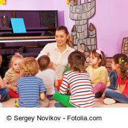 """Ein traditionelle Kreisspiel für Kinder: """"Bello, Bello, dein Knochen ist weg!"""""""