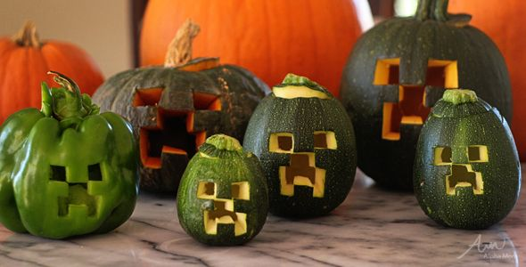 Make a #Minecraft Jack o'Lantern with squash, round zucchini, or any other green veggie. #Halloween #Craft