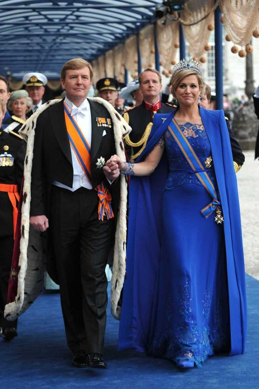 history... the new king! 30-04-2013  how beautiful is our queen Maxima dressed in kings blue...by dutch designer #jantaminiau