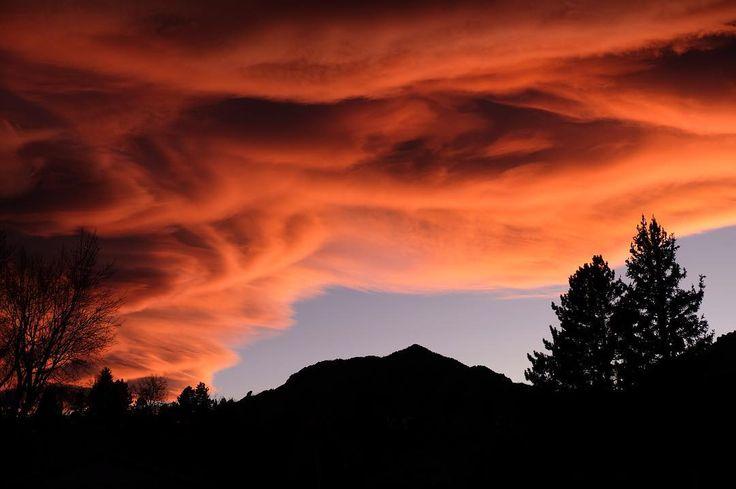 Bear Peak and the massive sunset tonight. . . . #sunset #sunsets #firesky #colorfulcolorado #sunset #sunsetlovers #sunsetlover #coloradosunsets #coloradosunset #boulderco #bouldercolorado #boulder #colorado #bouldersunset #bouldersunsets #sunsetsky #sunsetview #sunsetlove #sunsettime #orangesunset
