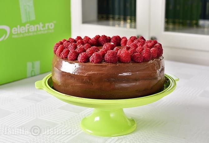 Tort de ciocolata cu zmeura – reteta video