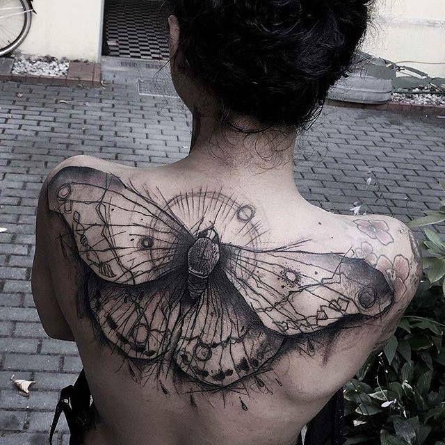 Man kann es kaum verneinen: Noch nie waren Tattoos so ein fester Bestandteil der zeitgenössischen Ästhetik wie heutzutage. Was einst eher für Seemänner, Kna